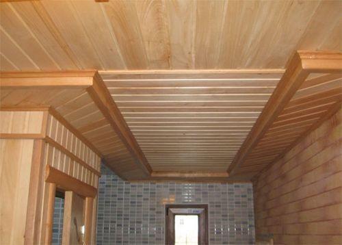 Часть вертикальной обшивки потолка