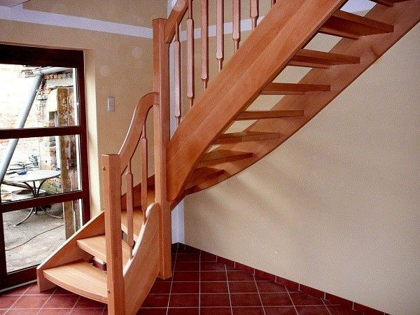 Деревянная лестница на мансарду