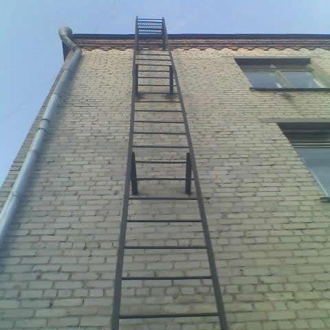 Эвакуационная лестница п1-1 является самой примитивной конструкцией