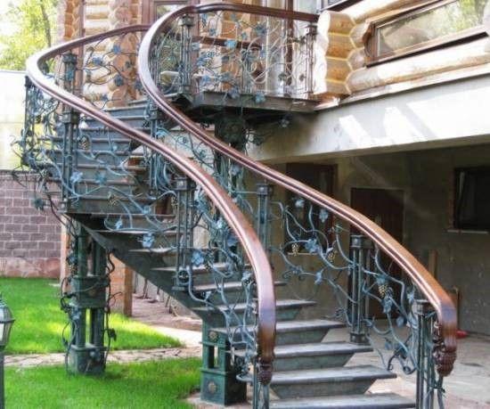 Кованая наружная лестница