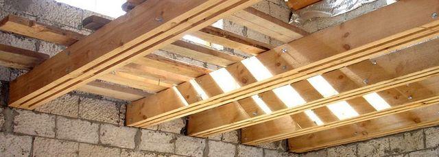 Пример чердачного перекрытия по деревянным балкам.