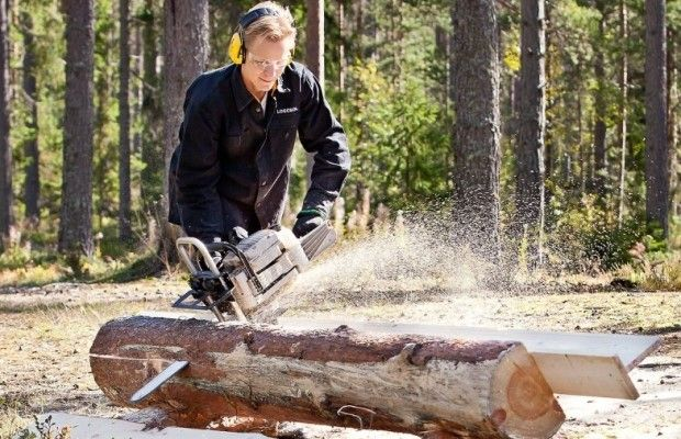 Распил бревна с помощью деревянного упора