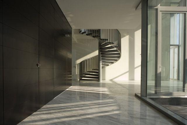 Винтовая лестница имеет свои особенности