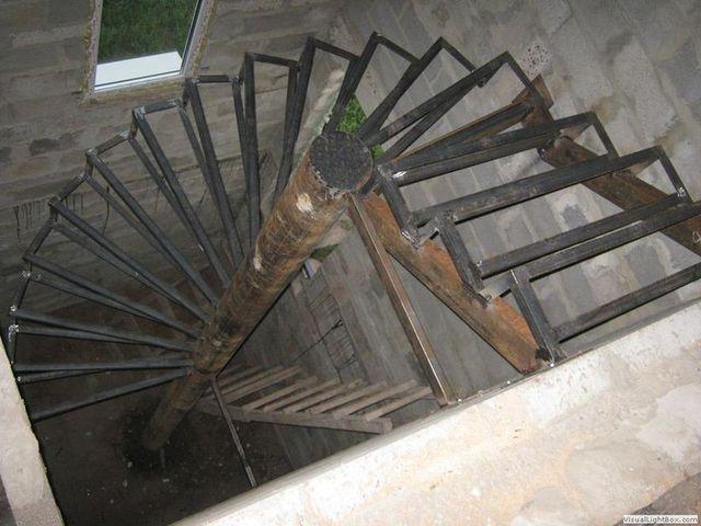 Винтовая лестница может стать изюминкой интерьера