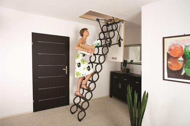 Лестница на чердак вполне может выглядеть эксклюзивно
