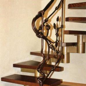 Кованая лестница может быть выполнена в любом стиле