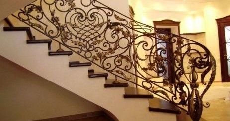 Кованая лестница сделает ваш дом неповторимым