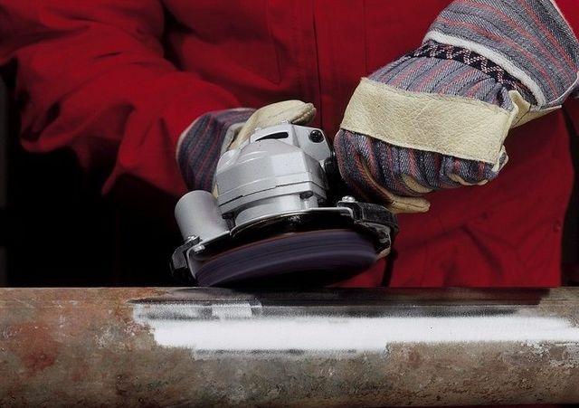 Перед врезкой дополнительного контура металл обязательно зачищается