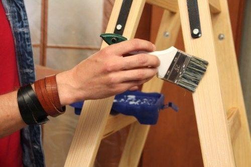 Обработка дерева продлит срок службы лестницы