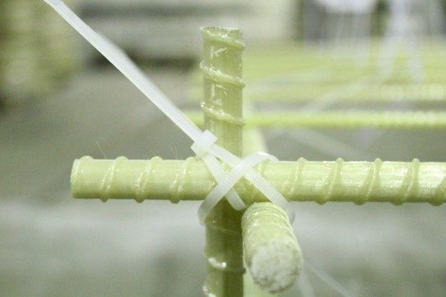 Пример вязки стеклопластиковой арматуры несколькими хомутами
