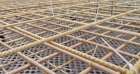 Вязка стеклопластиковой арматуры с помощью хомутов